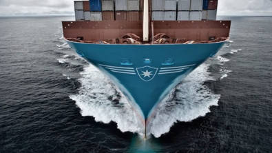 750 boxes fall off Maersk ship during another Pacific storm