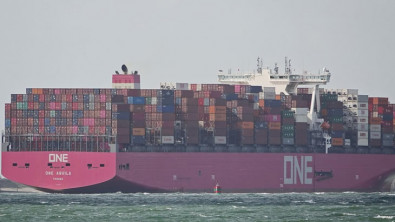 Containership Diverts to Tacoma After Container Collapse at Sea