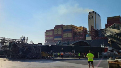 One of the biggest container ships in the world took down crane in Valencia