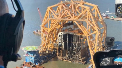 Stern Section of Golden Ray Removed on Barge